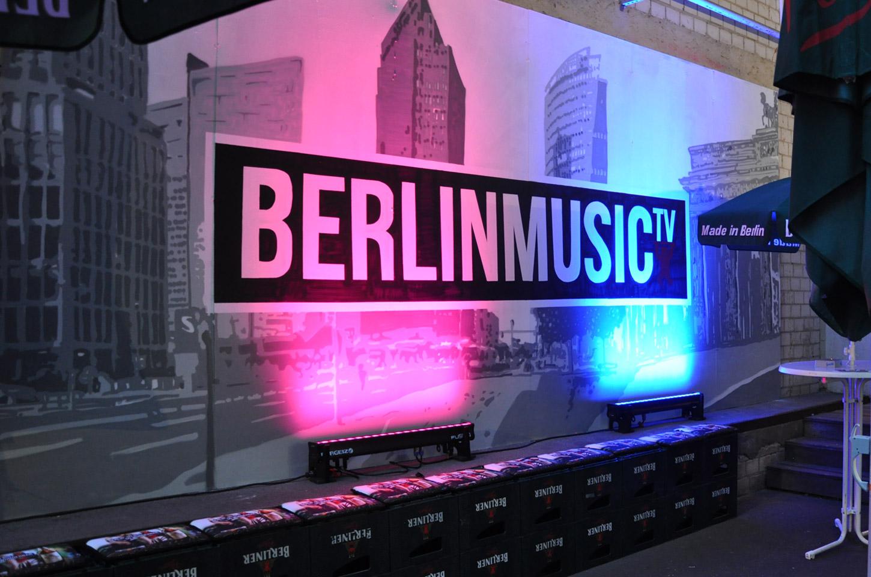 Fassandengestaltung-Pilsner-Wandbild-Beleuchtet